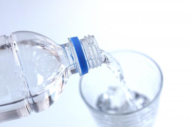 サプリメントを飲む水の写真